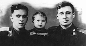Янов с дочерью и Капустин